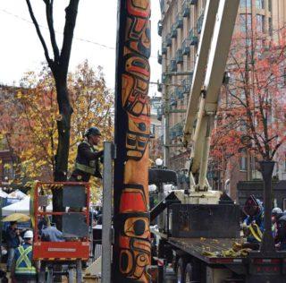Survivors' Totem Pole raised in Vancouver