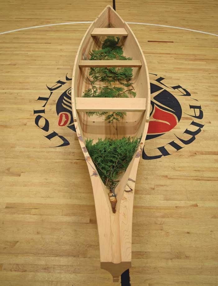Hɛhɛwšɩn canoe