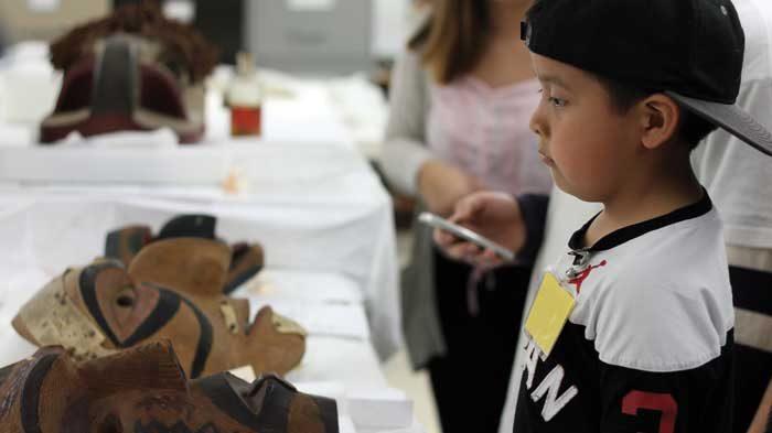 Homalco members visit historic masks