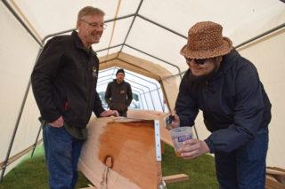 Hɛhɛwšin: Community paints Tla'amin canoes
