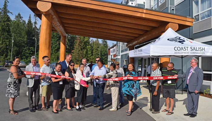 Stz'uminus celebration marks opening of new hotel