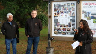 Hɛhɛwšɩn signs unveiled at Willingdon Beach